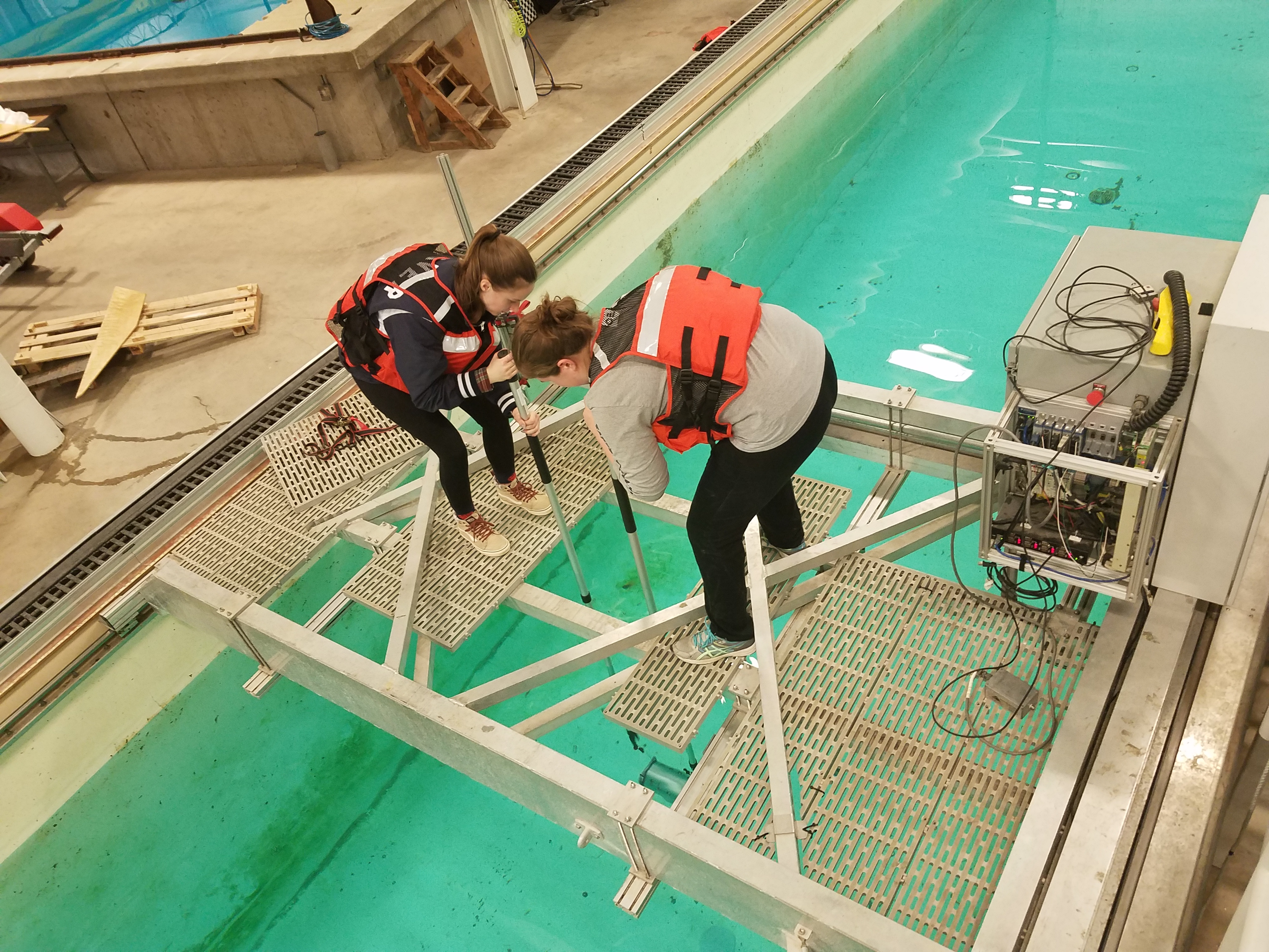 Testing munition device in UNH Wave/Tow Tank